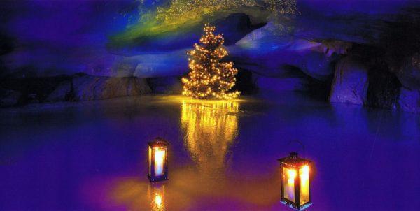 Weihnachtskarte mit Perlmutt und Glanz-Effekt ohne Grußtext Leuchtender Eiszauber